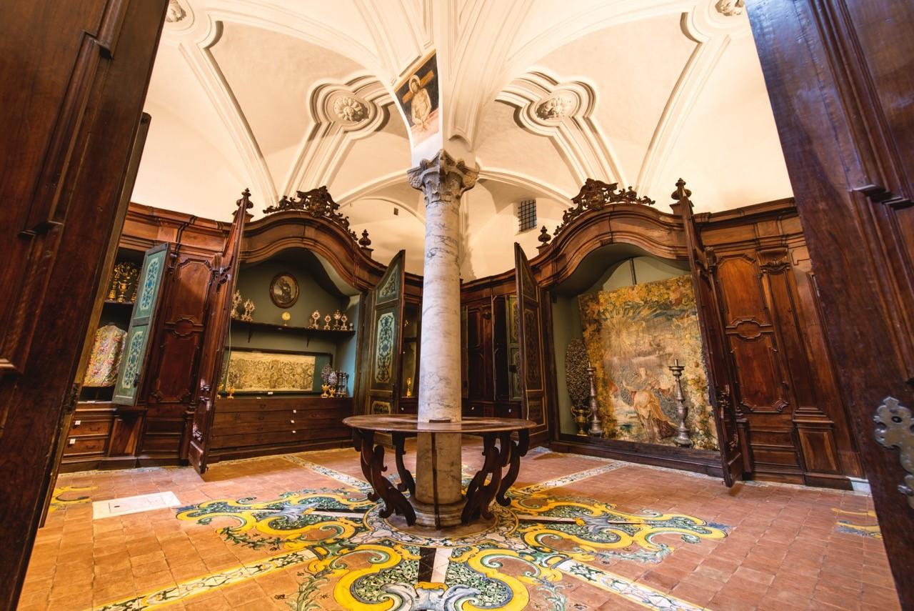 sala degli arredi sacri museo di san domenico maggiore