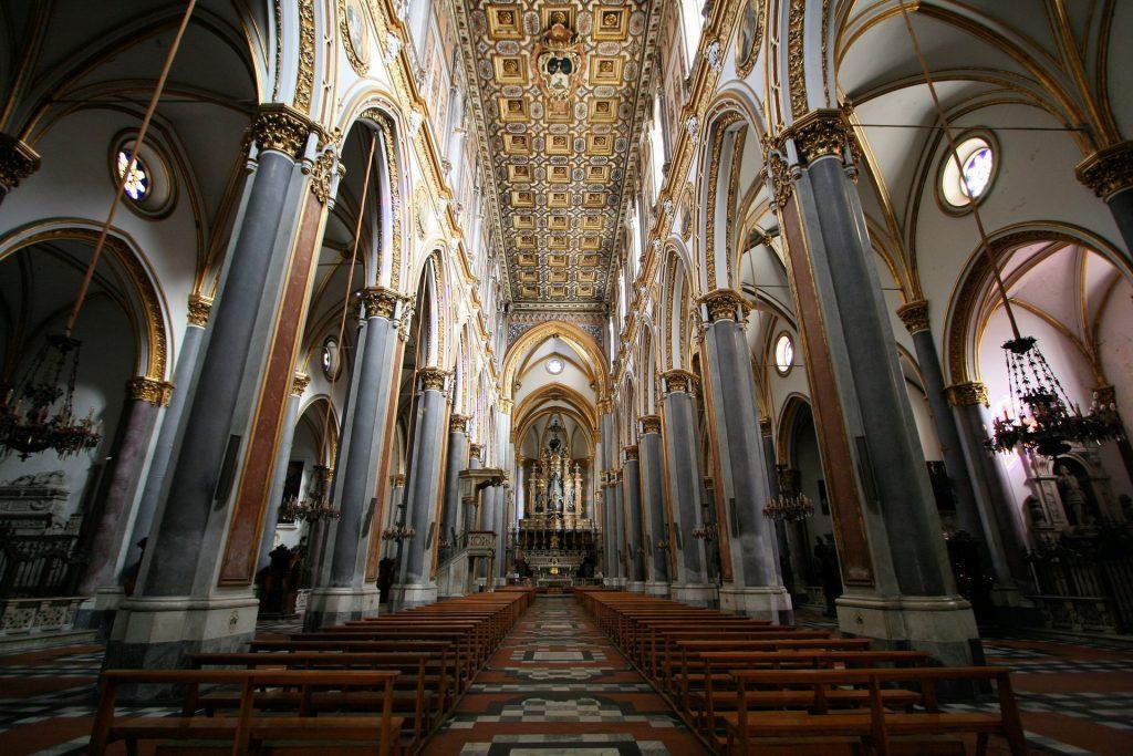 Interno Navata Basilica San Domenico Maggiore Napoli